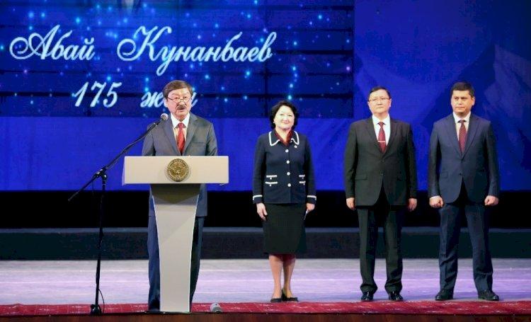 Юбилей великого Абая отпраздновали концертом в Бишкеке