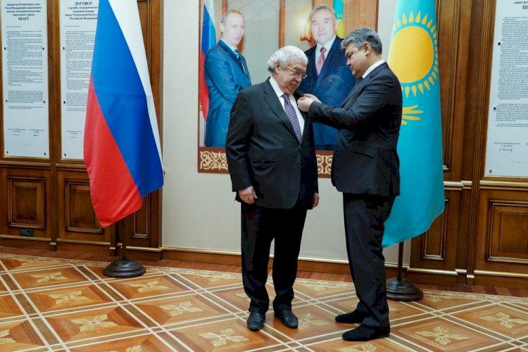Михаил Гусман награжден орденом «Достык»