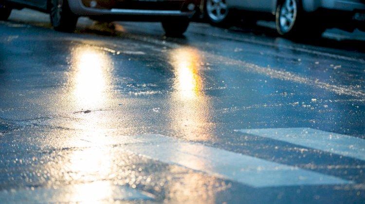 Акимат Алматы борется с наледью на дорогах