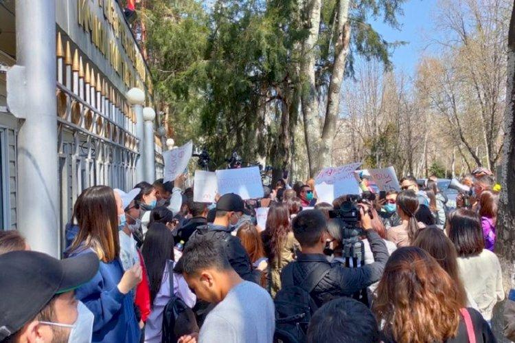 В Бишкеке снова митинг: протестуют женщины