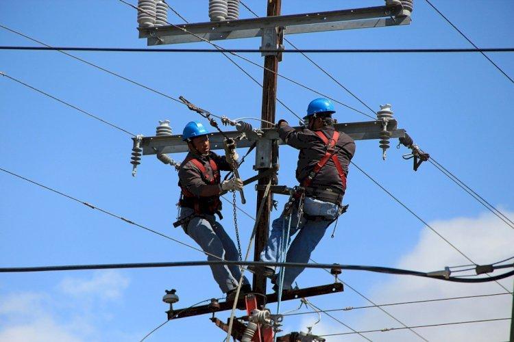 Сколько зарабатывают работники в сфере электро- и теплоснабжения в Казахстане