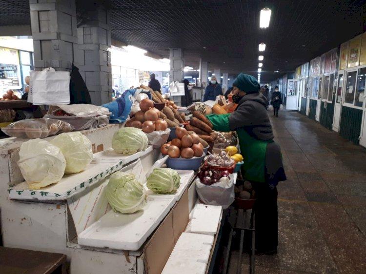 Розничная торговля сокращается в Казахстане