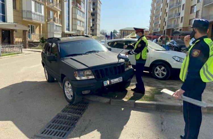 Водителей, паркующихся на детских площадках, наказали в Каскелене