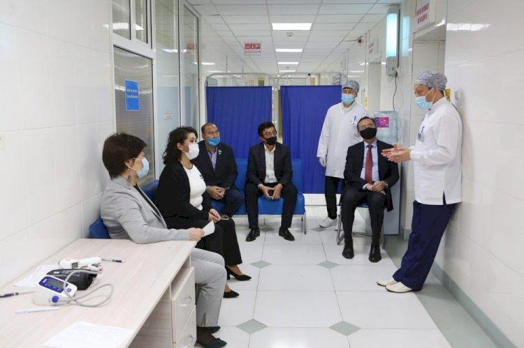 Депутаты маслихата и члены общественного совета Алматы вакцинировались от коронавируса