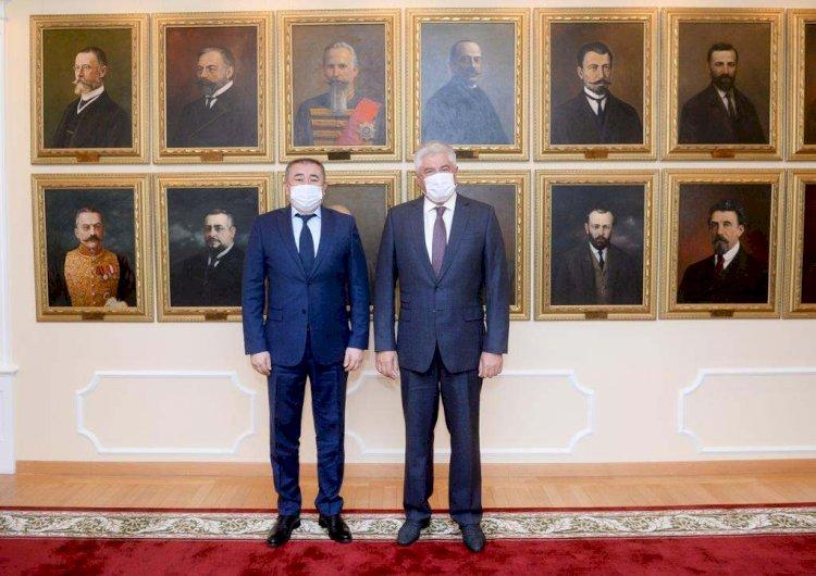 Борьбу с мошенничеством обсудили главы МВД Казахстана и России в Москве