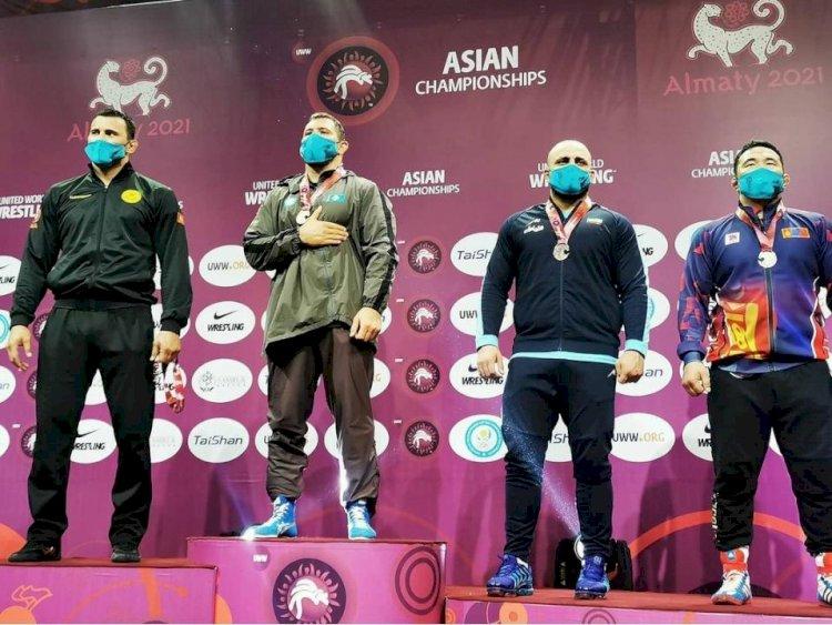 Сборная Казахстана завоевала 17 медалей на чемпионате Азии по борьбе