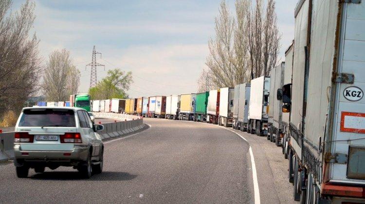 Увеличилось количество скопившегося на погранпереходах Казахстана автотранспорта