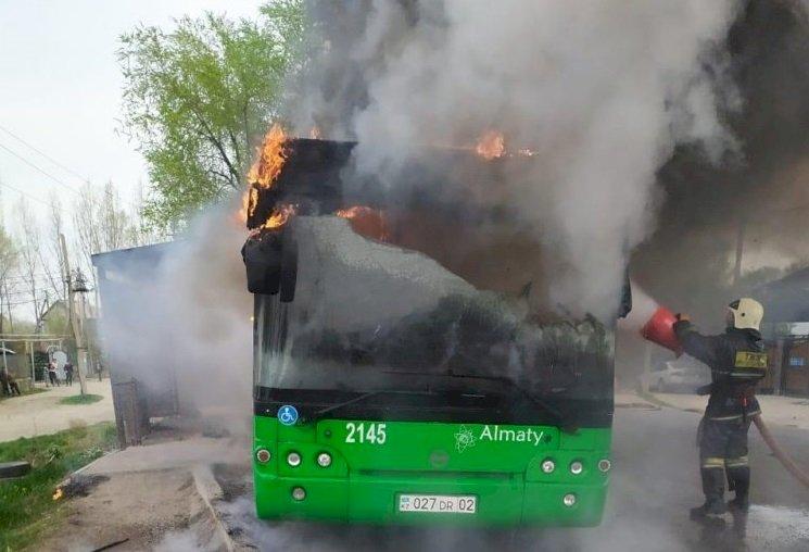 Маршрутный автобус загорелся в Алматы