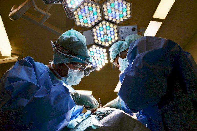 В Алматы онкологи спасли жизнь пациенту с четвертой стадией рака гортаноглотки