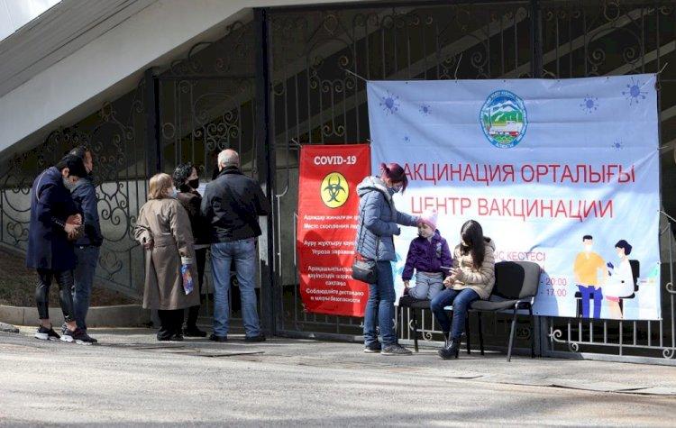 Жителей Ауэзовского района Алматы призывают вакцинироваться
