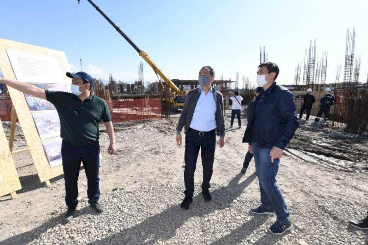 Бакытжан Сагинтаев проверил ход строительства инфраструктуры в двух районах Алматы