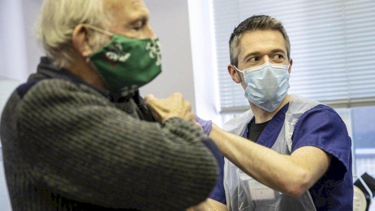 Жителей Великобритании будут вакцинировать трижды