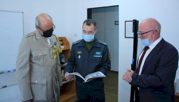 В казахстанском центре миротворцев побывал военный атташе Великобритании