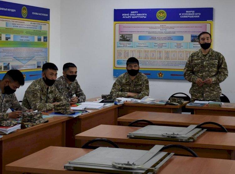Азам военной тактики обучают командиров рот и батарей в Алматы