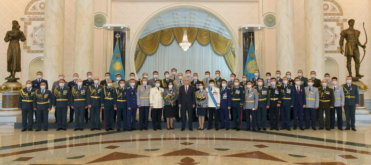 Президент наградил военнослужащих и сотрудников правоохранительных органов