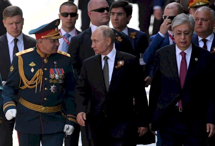 Президент Токаев не собирается в Москву на парад