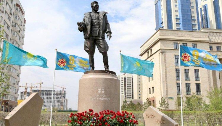 В Нур-Султане установлен памятник легендарному военному летчику