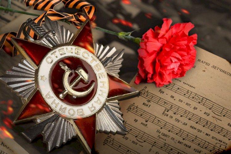 Полицейские Алматы исполнили песни военных лет для ветерана ВОВ