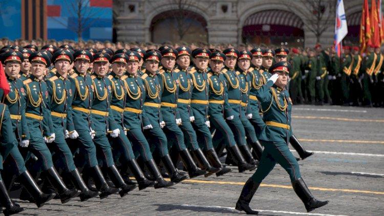 На Красной площади в Москве проходит Парад Победы