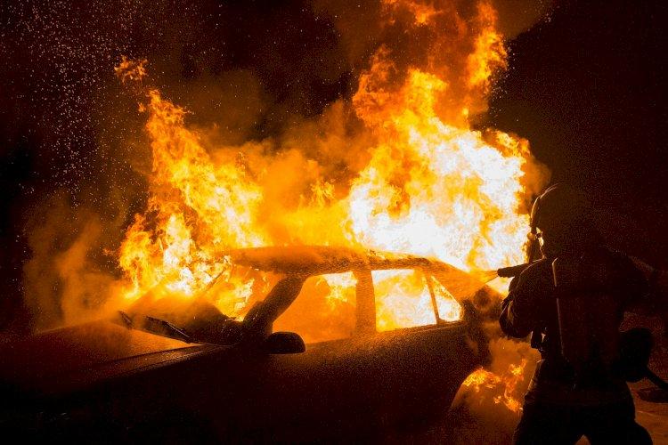 Горящая машина едва не привела к пожару в жилом массиве в Алматы