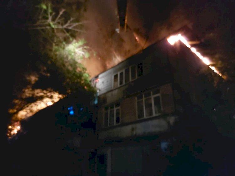 Пожар произошел ночью в многоквартирном жилом доме Алматы