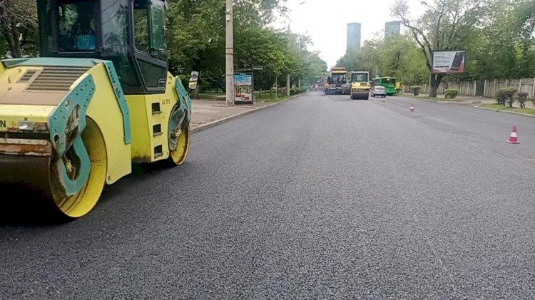 В Алматы активно ведутся работы по ремонту и восстановлению дорог