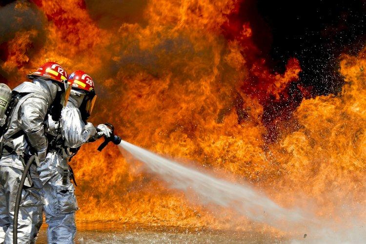Взрыв во время пожара предотвратили пожарные Алматы