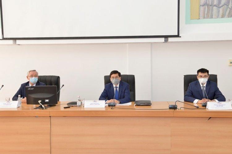 Министр образования представил нового ректора КазНПУ им. Абая