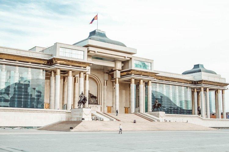Глава государства поздравил Президента Монголии с избранием на пост