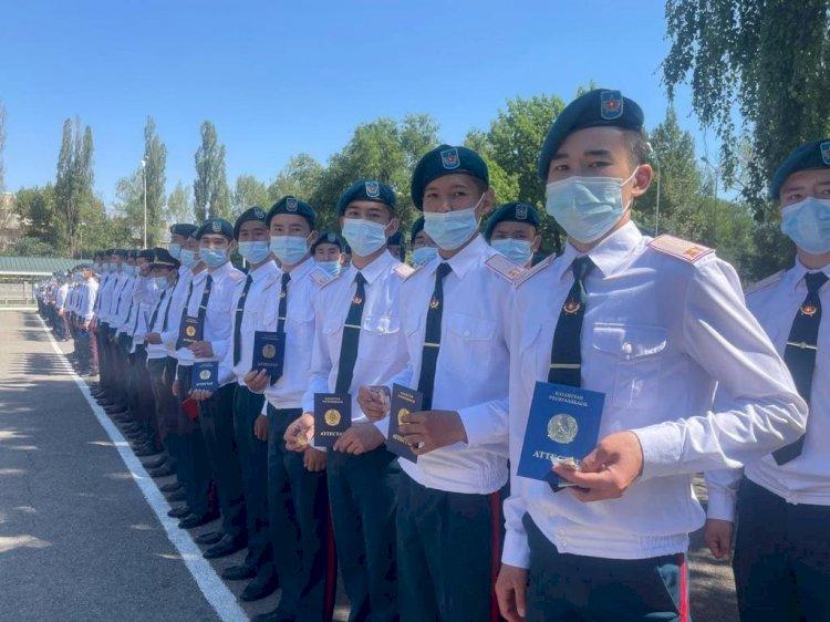 Выпускники военной школы получили аттестаты о среднем образовании