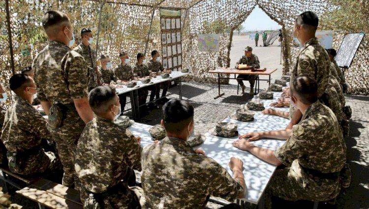 Министр обороны пообщался с солдатами-срочниками