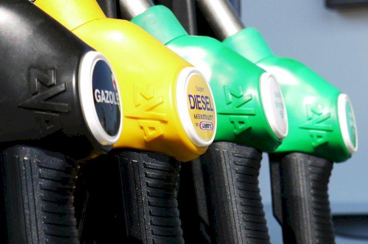 Почему в Казахстане так быстро дорожает бензин