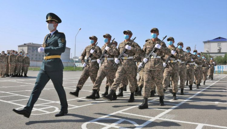 Увольнение военнослужащих срочной службы в запас началось позднее обычного