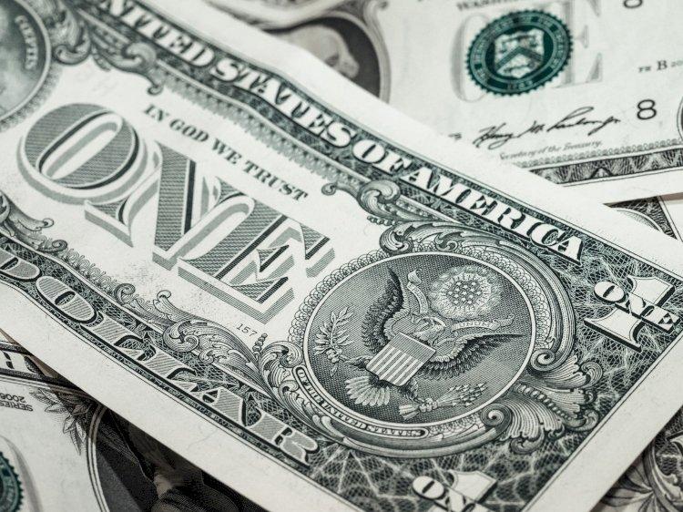 Доллар подорожал к тенге в субботу в Казахстане