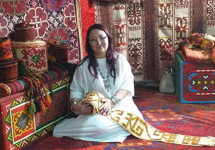Дана Бектаева умеет читать ковры, словно книги