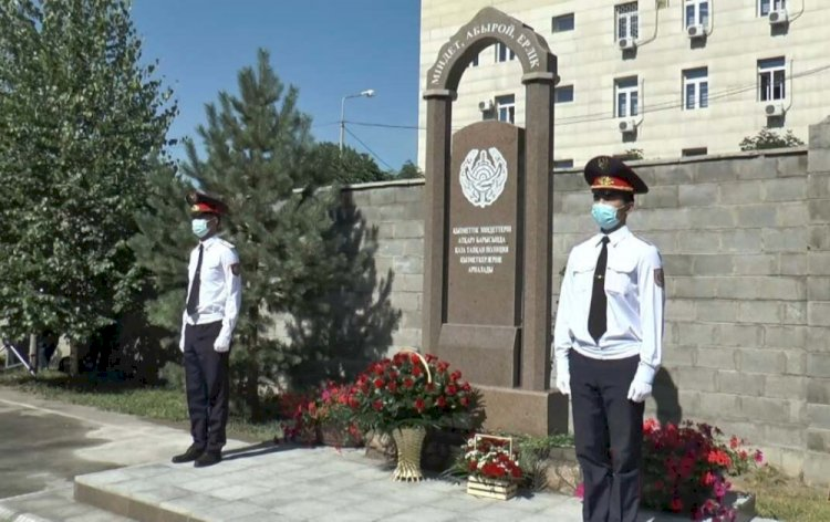 В Алматы открыли памятник погибшим полицейским