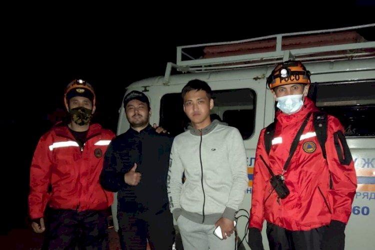 Двое парней заблудились в горах Алматы