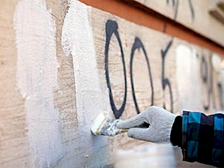 Известные спортсмены и волонтеры закрасили более 100 наркографити в Алматы