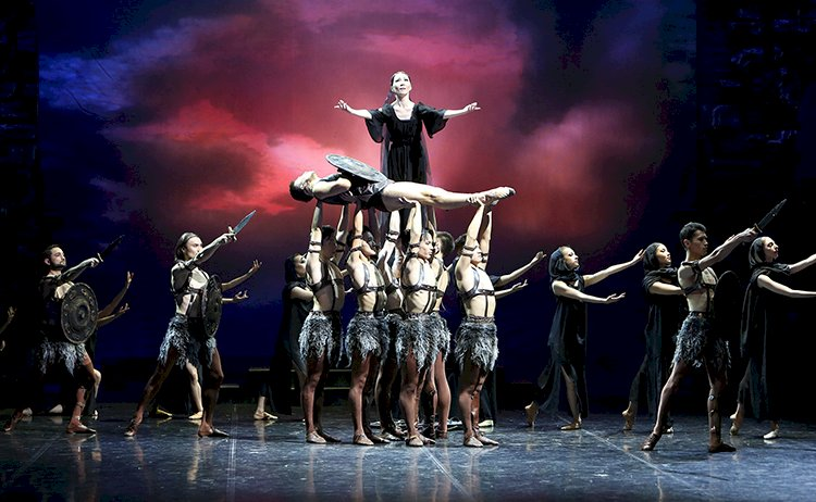 Театр имени Абая завершил сезон исторической постановкой балета «Спартак»
