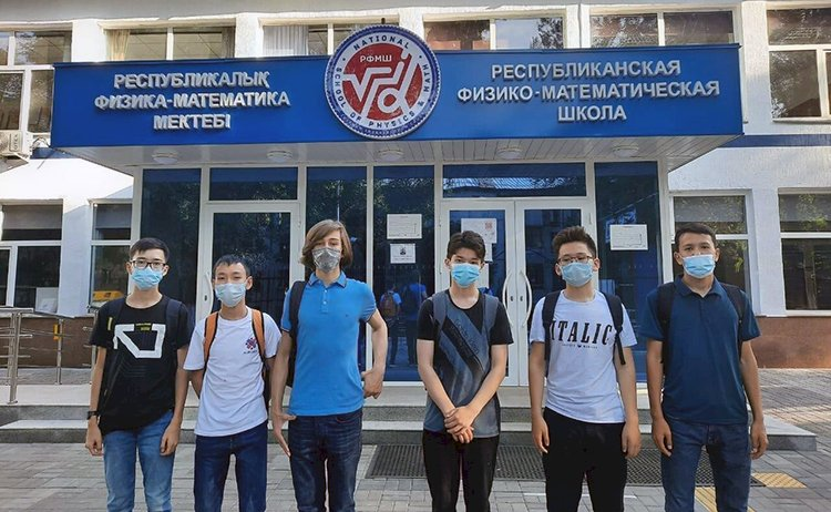 Алматинские школьники показали лучшие результаты на Балканской олимпиаде по математике