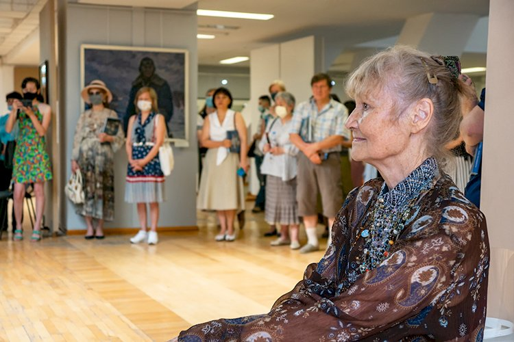 Юбилейная персональная выставка Елены Бейсембиновой «Обаяние реального мира» открылась в Алматы