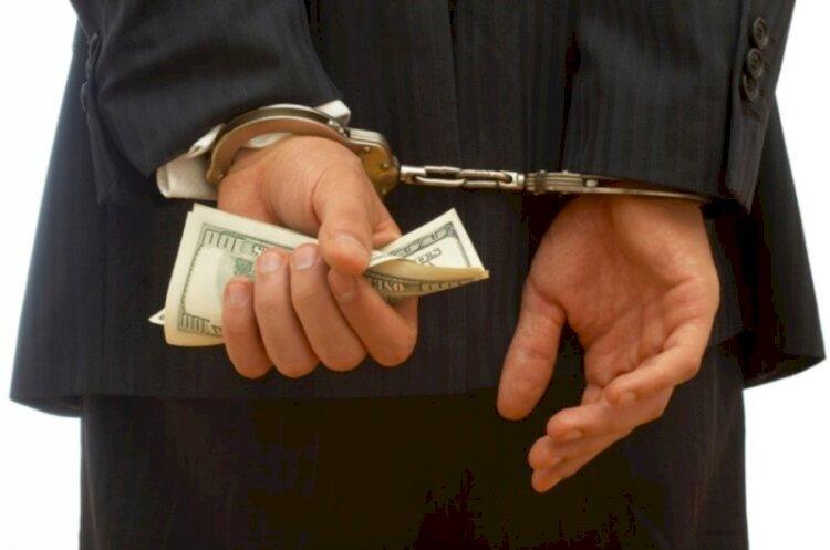 Чиновника из Алматинской области подозревают в получении взятки в 33,5 тыс. долларов