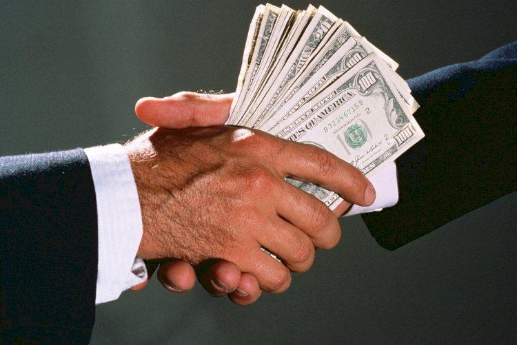 Должностные лица Минэнерго подозреваются в получении крупной взятки