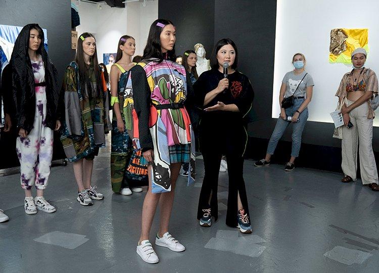 Алматинские дизайнеры предлагают модное решение экологических проблем