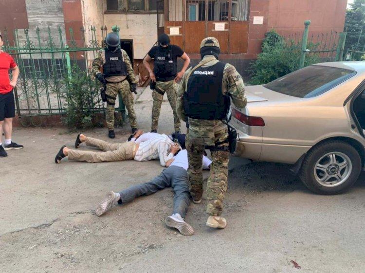Подбирали ключи и выносили все ценное: воры-домушники из ВКО обезврежены в Алматы