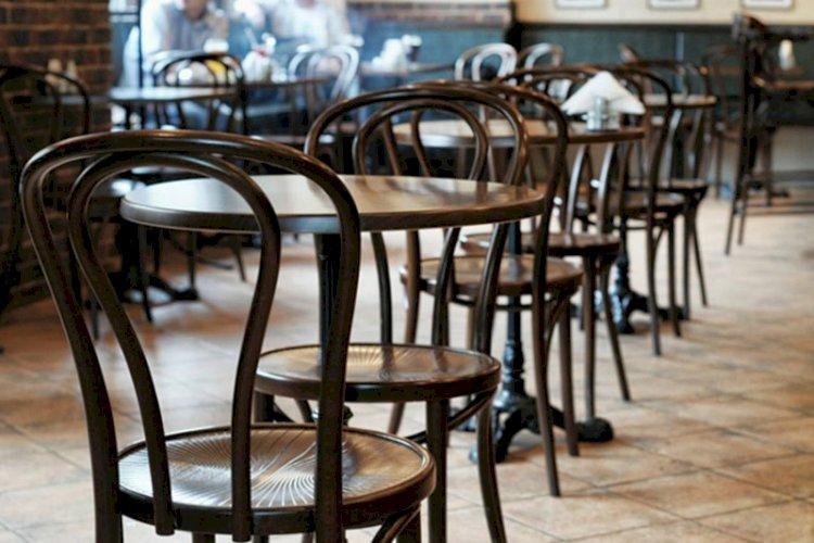 В Алматы посетитель кафе ударил официанта. После задержания полицейскими он извинился