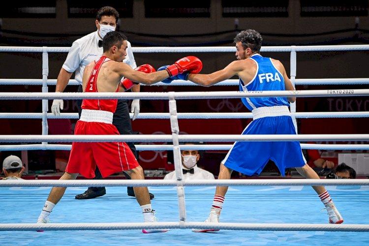 Еще один казахстанский боксер прошел в четвертьфинал Олимпиады