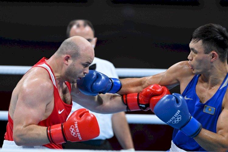 Боксер Камшыбек Кункабаев вышел в полуфинал ОИ-2020