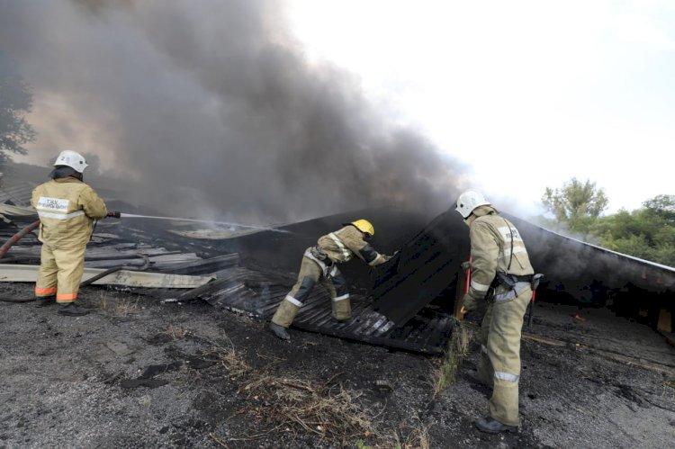 Крупный пожар тушат в Алматы