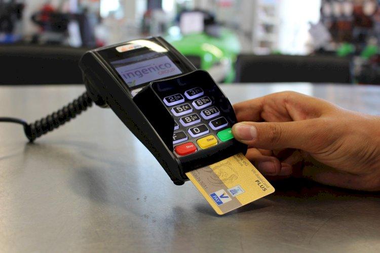 Казахстанцы все больше предпочитают пользоваться системой безналичных платежей